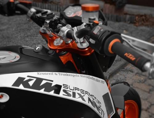 Kundenprojekt: Motorrad-Beschriftung einer KTM DUKE 690 R mit Klebefolien