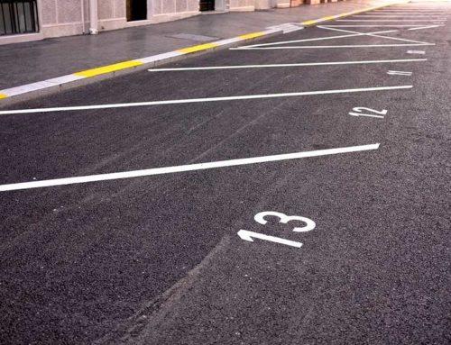 Parkplatzbeschilderung: Wegweiser & effektive Werbung in Einem